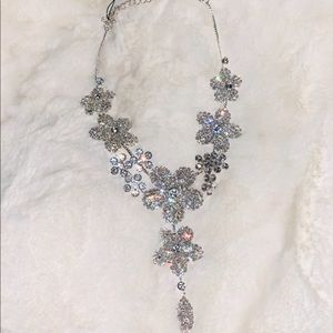 NWT Cézanne Floral Statement Necklace